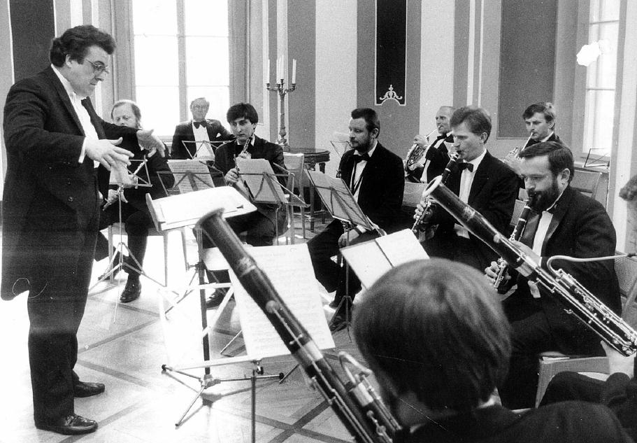 no 3 Antoine Mitchell directing Lublin Philharmonic Chamber Ensemble Gounod Petite Symphonie Nalecow Divertimento